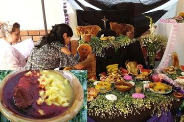 Centro Calor de Hogar expone mesa de Todos Santos; ofrece masitas y mondongo