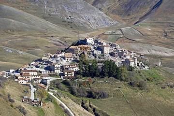 Italia: Afectados por sismos siguen en los refugios