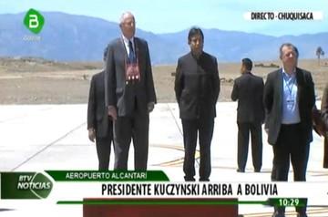 Kuczynski ya está en Sucre para cerrar acuerdos con Morales
