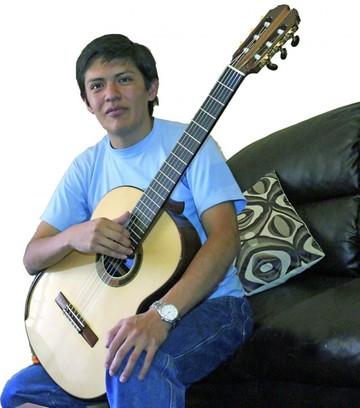 Carlos Ramallo, el luthier que hace vibrar el nombre de Bolivia