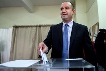 Un militar sin experiencia política gana primera vuelta presidencial búlgara