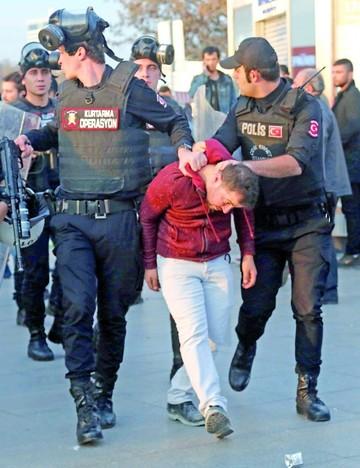 Turquía: Siguen los arrestos  de opositores