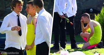 Llevó un vestido amarillo por su amigo muerto