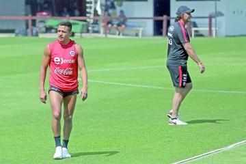 Alexis, Vidal y Puch trabajan aparte en Chile