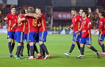 España se mantiene firme con una goleada