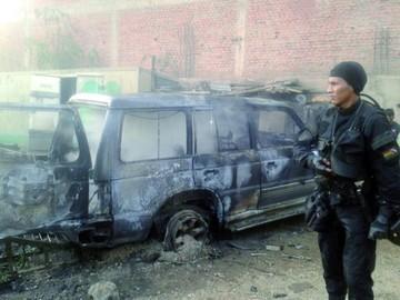 Una vagoneta se incendia en un taller de soldadura