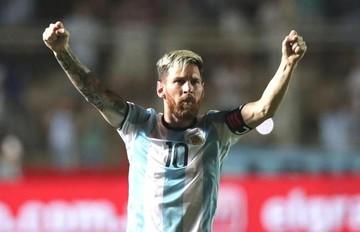 """Messi salva a Argentina con gol y dos """"pasegol"""" que condenan a Colombia"""