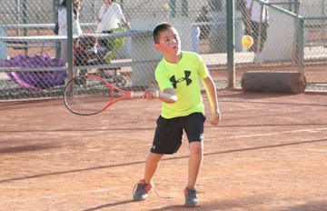 Tenis: Niños se preparan