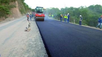 Asfaltan tramo Monteagudo-Muyupampa