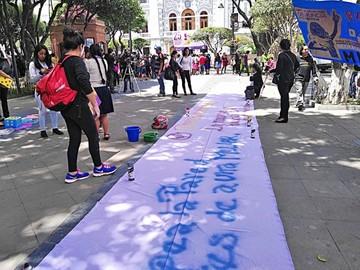 Activistas piden celeridad en casos de feminicidio en Sucre