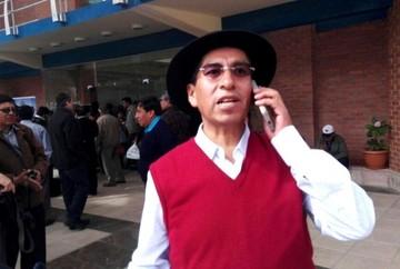 Gualberto Cusi cita personalmente a sus testigos, entre ellos a Carlos Mesa