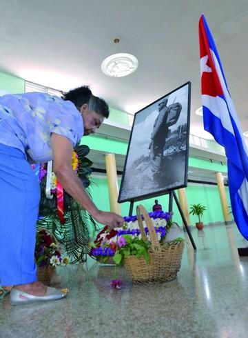 Largas filas para despedir a líder cubano