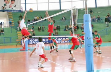 Voley en torneo intenso