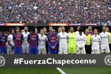 Barcelona y Real Madrid rindieron homenaje a los jugadores del Chapecoense