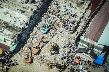 Aumentan las víctimas por temblor en Sumatra