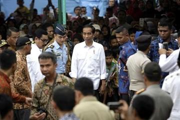 El presidente indonesio visita la zona donde un sismo causó 102 muertos