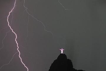Brasil: Reclaman ayuda para el Cristo Redentor