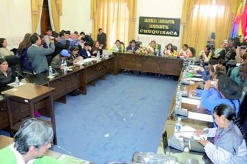 Alcantarí: Asambleístas  piden juicio contra Convisa