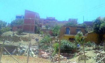 Vecinos reclaman sobre construcción clandestina