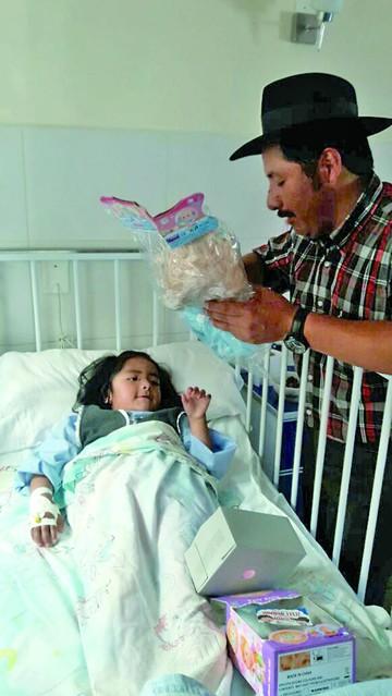 Entregan juguetes a niños enfermos y desamparados