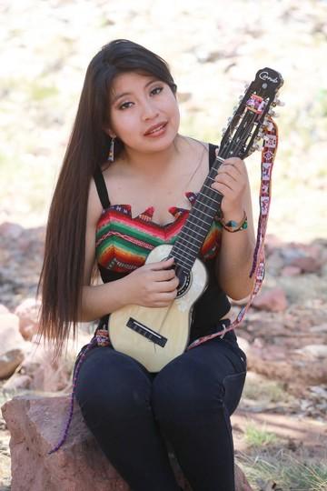 Ñusta promociona los festivales de canto y charango