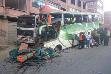 Siete muertos y 38 heridos en fatal accidente de una flota provincial en La Paz