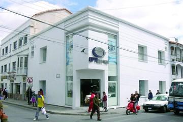 Opticentro reabre tienda remozada de casa matriz