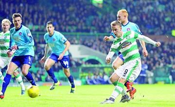 Celtic y Rangers cumplen