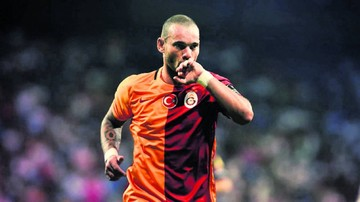 Holandés Sneijder brilla en triunfo del Galatasaray