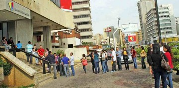Bancos venezolanos aún esperan la anunciada partida de billetes