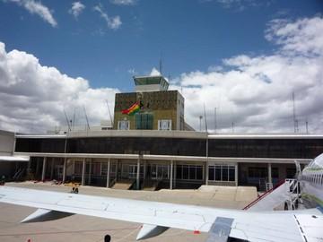 Sube 15% el flujo de pasajeros en el aeropuerto de El Alto