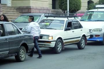 Taxistas intentan cobrar  por tramos y subir tarifa