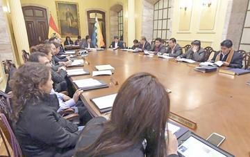 Recomiendan a Morales evaluar a sus ministros