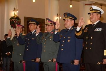Morales posesiona al Alto Mando Militar, Ariñez es Comandante en Jefe de FFAA