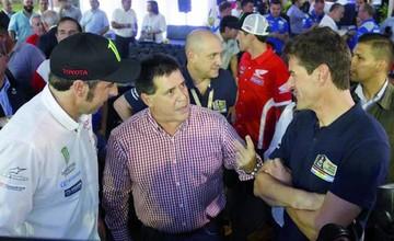 Presidente Cartes recibe a leyendas del Rally Dakar