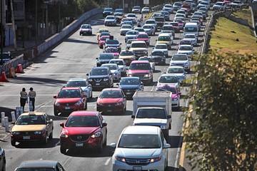 Mexicanos protestan por alza y escasez de gasolina