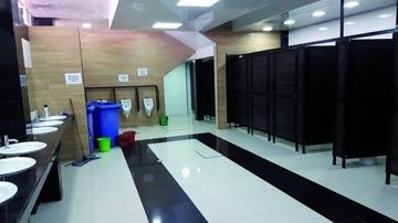 Vendedoras piden cuidar baños tras inconvenientes