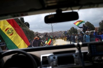 Competidores del Dakar parten rumbo a Uyuni
