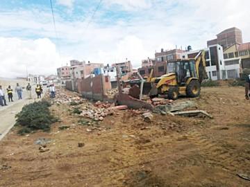 Municipio demolerá muros de asentamientos ilegales