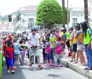 Concejales apoyan regular uso de agua en el Carnaval