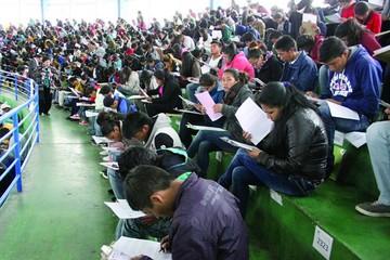 Postulantes a maestros rinden examen final para obtener una plaza