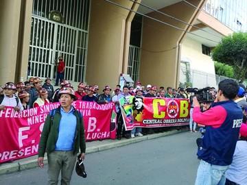 COB advierte con paro general y pide juicio para dos magistrados
