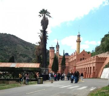 Turistas exigen atención en el castillo de la Glorieta