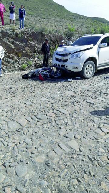 Motociclista muere tras colisionar con vagoneta