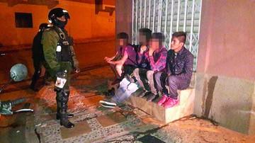 Jóvenes beben en plazas; aún no se aplica sanción