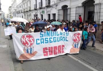 Trabajadores de la CNS alistan huelga indefinida y jubilados respaldan la protesta