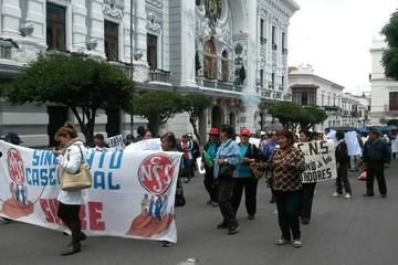Trabajadores de la CNS analizarán pedido de la COB de cuarto intermedio en paro de labores