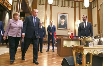 Tensa reunión entre Merkel y Erdogan