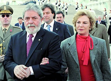 Lula pierde a su esposa en plena crisis política