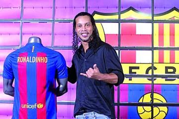 Dinho se presenta como embajador del Barcelona